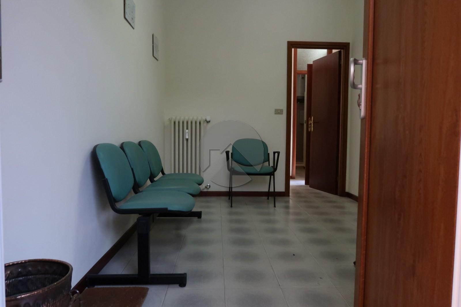 Ufficio ristrutturato alle porte del centro.