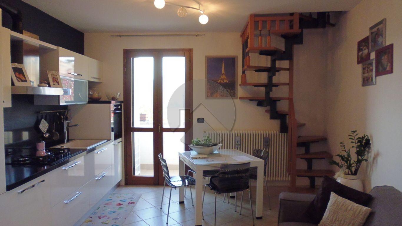 Appartamento su due livelli arredato